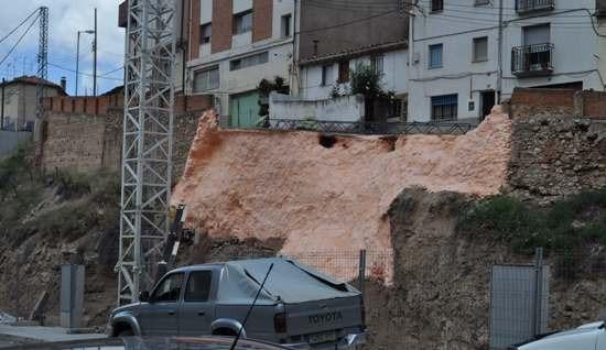 En la imagen tomada  a las 13,35 horas de hoy se ve la zona afectada ya tratada para evitar mas desprendimientos