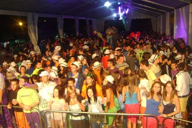 21a5c5110 El sonido Dance Flor de Fun Radio Teruel congrego a miles de personas en la  noche del viernes