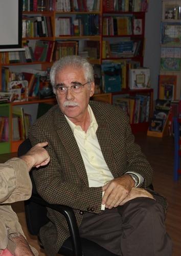 En la imagen de ayer en la Libreria Senda, se puede ver al escritor Francisco Rubio