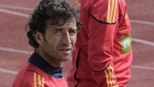 Luis Milla, primer y único futbolista turolense en llegar a ser internacional, cumple hoy años.