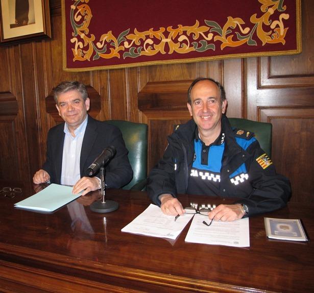 El teniente de Alcalde José Miguel Hernando y el Intendente de Policía Local, Santiago Hernández