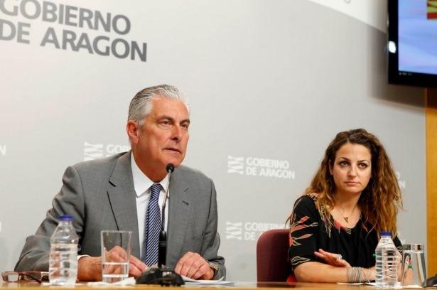 El consejero de Política Territorial e Interior, Antonio Suárez, y Marina Sevilla,Directora General de Energía y Minas