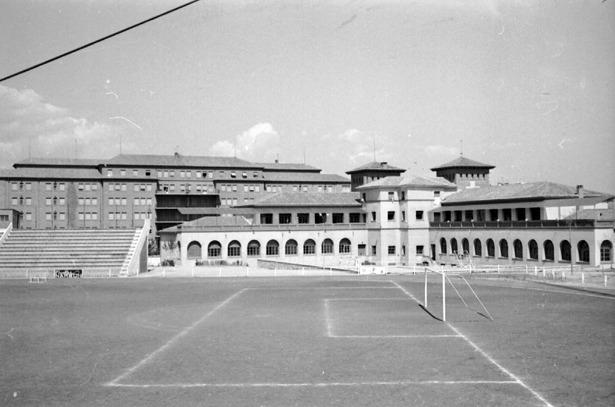 """El estadio denominado """"Adolfo Masiá"""", en honor del que durante muchos años fue delegado de Sindicatos, pasó a llamarse """"Pinilla"""" en 1978."""