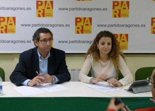 En la imagen, Paula Bardavio acompañada por el Presidente intercomarcal del PAR , Joaquín Peribañez