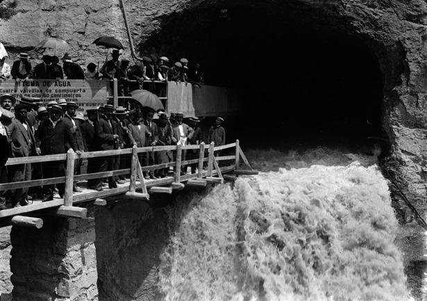 La construcción del pantano de Pena, en Valderrobres, fue aprobada en 1906. La inauguración, que recoge la imagen, tuvo lugar seis años después. (Foto: Aurelio Grasa, www.aureliograsa.es).
