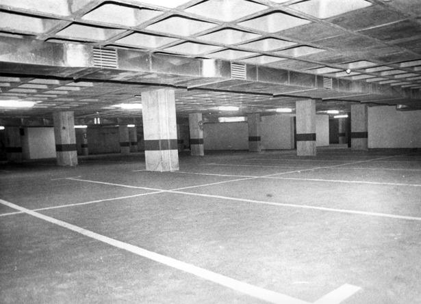 El aparcamiento subterráneo de la plaza de San Juan cumple hoy 26 años (foto: Fidel Cantín)