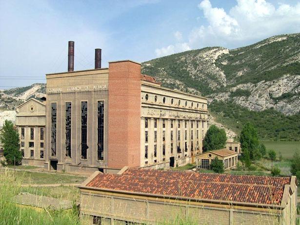 La central térmica de Aliaga echó el cierre hace 33 años (foto: wikipedia)