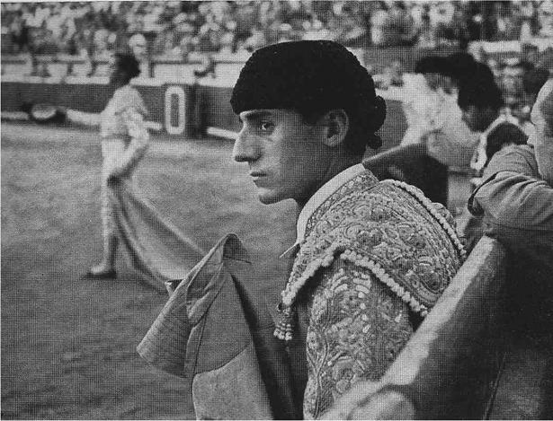 """Al reclamo de Miguel Báez y Espuny, en la imagen, y Julio Aparicio, se colgó por primera vez en cartel de """"no hay billetes"""" en la plaza de toros, el año 1950  (Foto: devorahmacdonald.blogspot.com)"""
