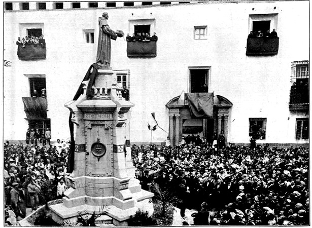 En 1894, comenzó la construcción del monumento al Francés de Aranda, en la plaza de la Catedral. Tardó ocho años en terminarse, incluyendo su traslado a su ubicación actual. En la foto, inauguración.