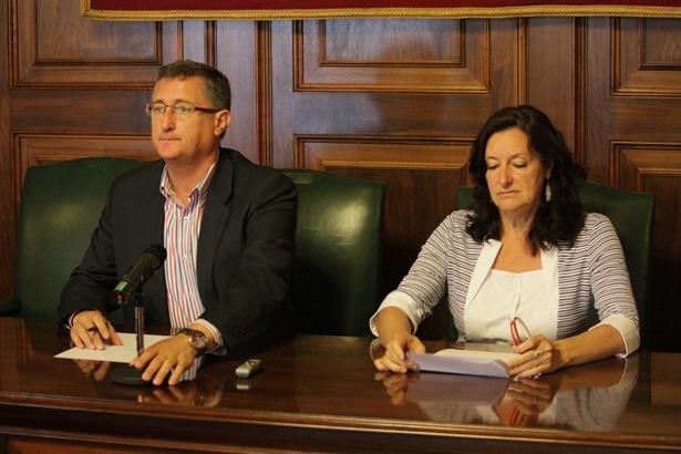 En la imagen , el Alcalde manuel Blasco y la Gerente de la Fundación de Las Bodas , Raquel Esteban, esta mañana