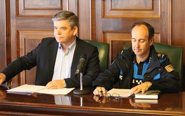 El concejal de Tráfico y Seguridad Vial, José Miguel Hernando y el intendente jefe de la Policía Local de Teruel, Santiago Hernández