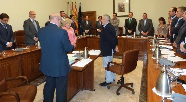 minuto de silencio que se ha guardado al inicio del pleno en recuerdo del diputado del grupo parlamentario popular en las Cortes de Aragón, Joaquín Salvo, fallecido ayer.