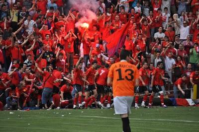 Imagen de las gradas de Pinilla en Mayo de 2010, en el partido contra el Noja que supuso el ascenso del CD Teruel