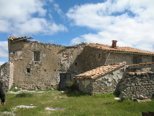 El barrio de Gasconillas, hoy abandonado (en la foto), fue escenario de un curioso suceso en 1931.