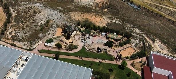 En la imagen, una vista aérea de la paleosenda de Dinópolis