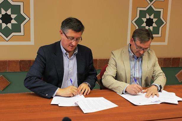 Joaquín Juste , a la derecha de la foto y Manuel Blasco, esta mañana