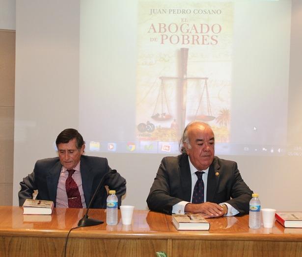 El autor del libro, a la derecha de la imagen , con Manuel Gomez, decano de los abogados turolenses