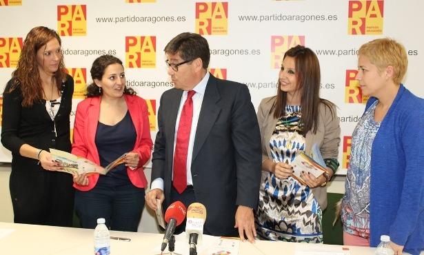 : Nuria Ros, Esther Ibáñez, Arturo Aliaga, Esther Peirat y Berta Zapater (De izquierda a derecha)
