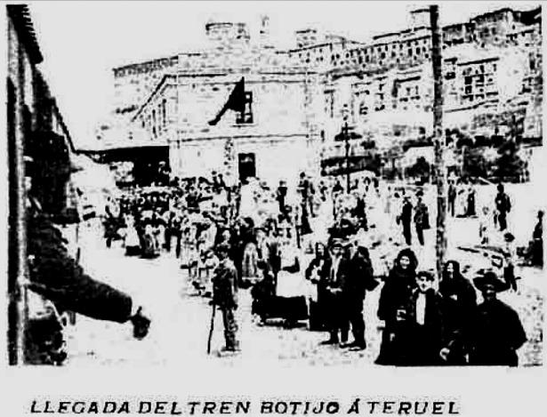 """El ferrocarril llegó a Teruel un uno de julio de 1901. La fotografía que ofrecemos fue publicada al año siguiente por """"Nuevo Mundo"""", al iniciar su actividad el denominado """"tren botijo"""" (Hemeroteca Digital"""