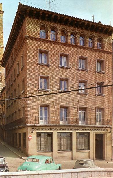 La entonces denominada Caja de Ahorros y Monte de Piedad de Zaragoza, Aragón y Rioja, abrió en 1968 sus dos primeras sucursales urbanas en Teruel.
