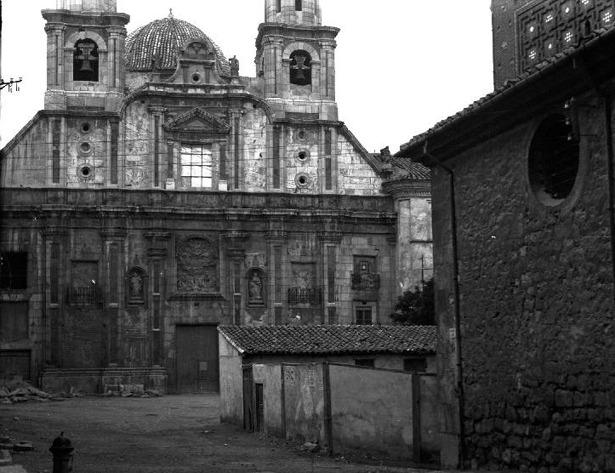El obispo Pérez Prado, fallecido un día como hoy, regaló a Teruel un cuadro, compró la custodia y fundó el Seminario en la plaza que lleva su nombre.