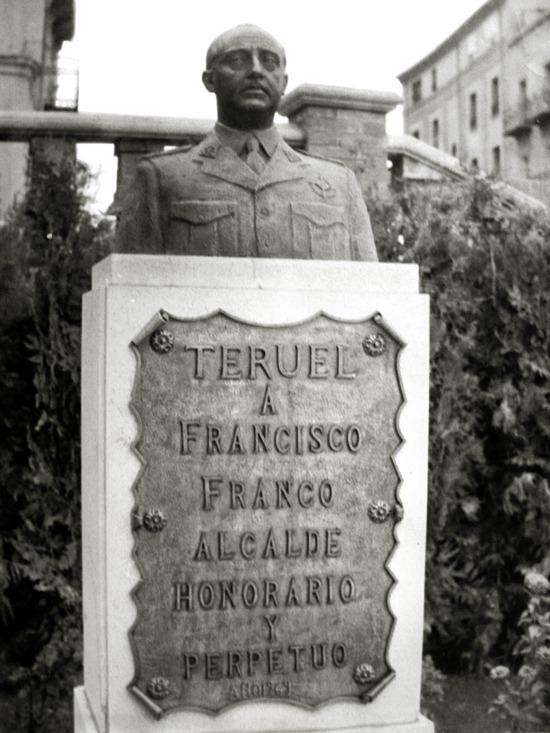 Hace 45 años se inauguró un busto del caudillo Francisco Franco que hasta la llegada de la transición presidió la entrada a la Glorieta.