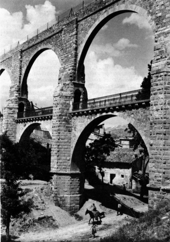 Antaño, el acueducto de los Arcos era el lugar favorito para quienes deseaban poner a su vida, como ocurrió un día como hoy en1898.