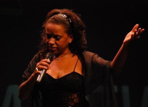 Una imagen de la cantante cubana Ambar Martiatu