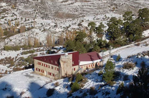 (Un día como hoy, hace 44 años, fue inaugurado el refugio dedicado a los montañeros Rabadá y Navarro Foto: www.alberguesyrefugiosdearagon.com)