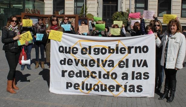 En la imagen de archivo, una protesta de la peluquerias celebrada meses atras en nuestra ciudad