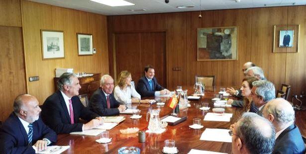 Imagen de la reunión de esta mañana de  la comisión Mixta de Seguimiento del Fondo de Inversiones de Teruel 2014 ha aprobado los proyectos correspondientes a este ejercicio.