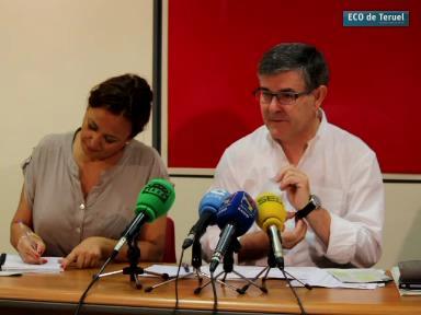 Maite Pérez y Vicente Guillén , momentos antes de iniciarse la Rueda de Prensa