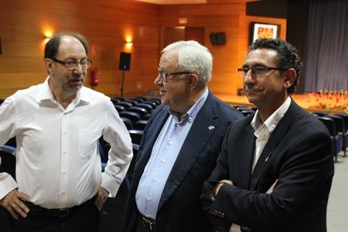 De izquierda a derecha, Julio Esteban,JoseAngel Biel y Joaquín Peribañez, esta mañana en el Palacio de exposiciones