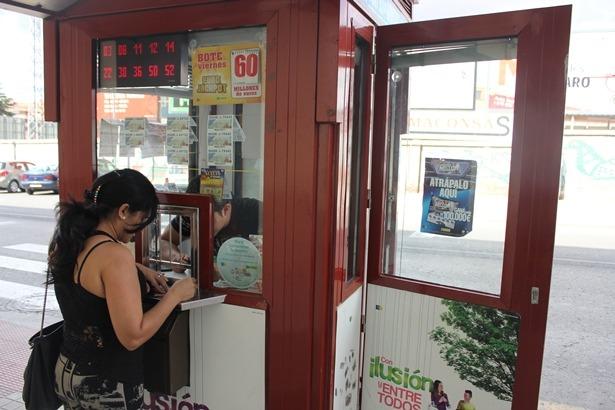 El Kiosco se encuentra junto a la entrada a Mercadona, en la Avenida Aragón