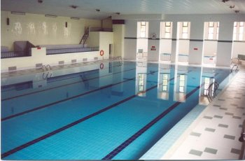 La piscina climatizada de teruel abrir a las 8 horas los for Piscina teruel