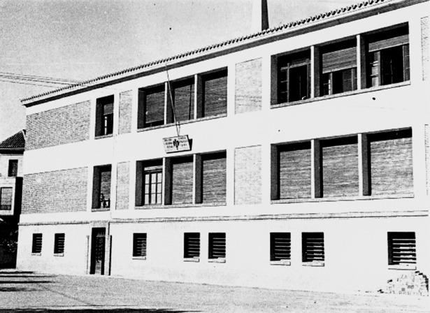 La reconstrucción de la escuela Normal se aprobó en 1935; la foto corresponde a 1940, tras las obras (Documentos y Archivos de Aragón)