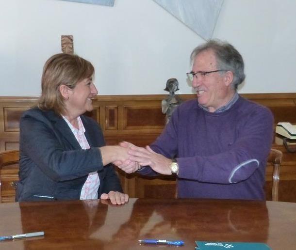 La Presidenta de la Diputación, carmen Pobo y el presidente del CD Teruel , Ramón Navarro