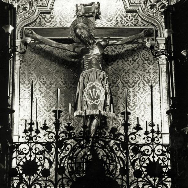 Muy venerado por nuestros ancestros, la figura del Cristo de las tres manos era trasladado a la Catedral cuando se hacían rogativas, como pasó en 1702 a causa de la sequía.