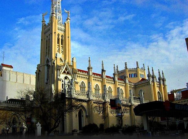 Iglesia de la Concepción, en Madrid, para cuya decoración se recurrió a los servicios del herrero turolense Matías Abad (www.flickr.com).
