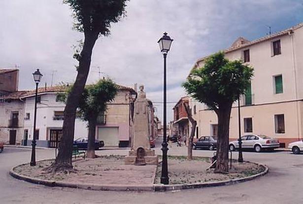 Santa Eulalia rindió homenaje a su hijo más ilustre, Isidoro de Antillón, en 1978. En la imagen, monumento dedicado al mismo. (Foto: www.pueblos-españa.org)