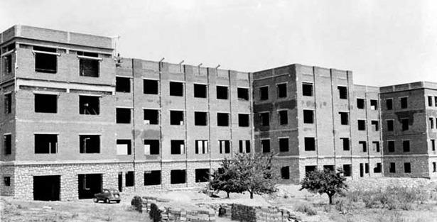 """Obras de construcción del colegio """"La Inmaculada"""", de Báguena, que se iniciaron un día como hoy del año 1961 (Foto: www.colsaqnt.quijost.com)."""