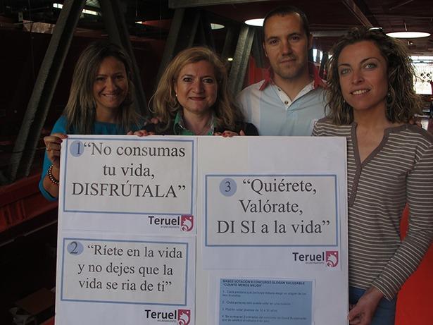 La concejal de Servicios Sociales, Mª Carmen Muñoz, con los técnicos del Centro de Prevención Comunitaria y Juventud