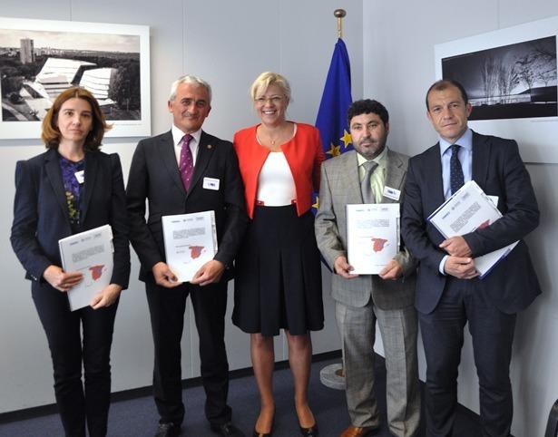 Representantes empresariales de Soria, Cuenca y Teruel con la Comisaria europea Corina Cretu
