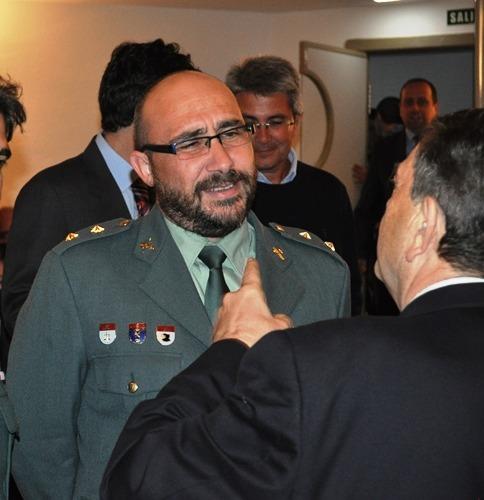 José Soler, de frente en la imagen, charla esta mañana con el rector de la Universidad de Zaragoza, Manuel López