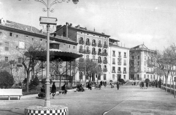 El primer kiosko de música de la Glorieta –el actual es el tercero- fue inaugurado hace 89 años, durante las desaparecidas fiestas de San Fernando.