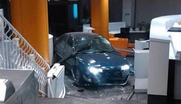 El coche , dentro de la sede del PP en Madrid.Imagen del Ministerio del Interior