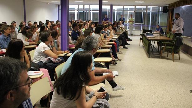 Imagen de la reunión de ayer del AMPA de Las Anejas