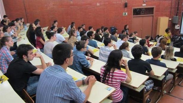 estudiantes-comienzan-martes-Selectividad-Aragon_TINIMA20150608_0060_5