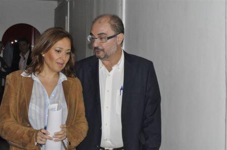 Javier Lambán, en la imagen con la turolense Maite Pérez