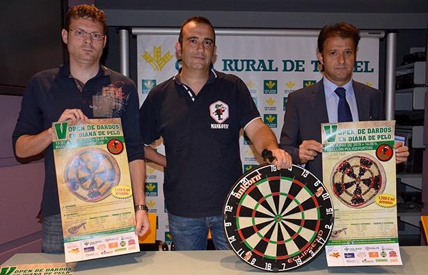 Quique Muñoz, Javier Hinojosa y Juan Mangas en la presentación esta mañana.